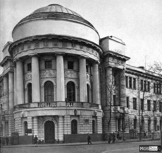 Мемориальный комплекс с арками и колонной Агрыз памятник из гранита Михайловск